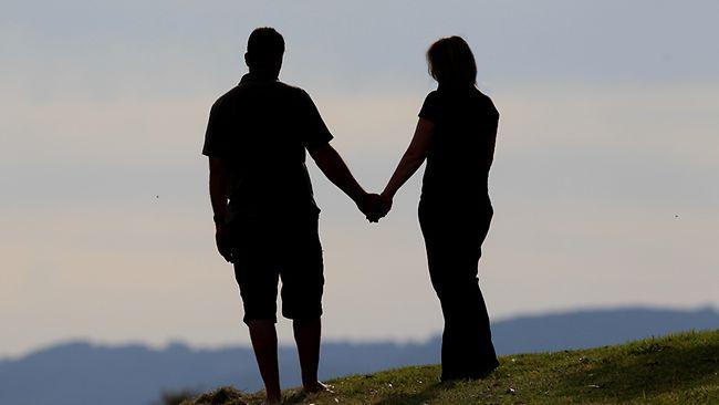 887127-couple