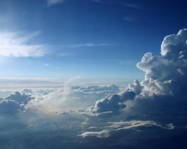 Lindo-ceu-azul-e-nuvens-brancas-como-algodao