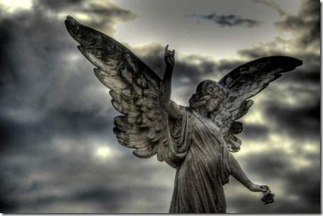 estatuas em cemiterios anjo_thumb[1]