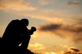 man-praying-to-God