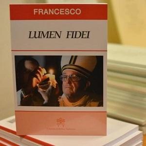 626110_un-exemplaire-edite-de-l-encyclique-du-pape-francois-lumen-fidei-le-5-juillet-2013-au-vatican