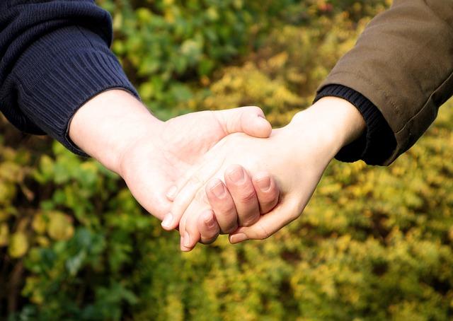 hands-269273_640