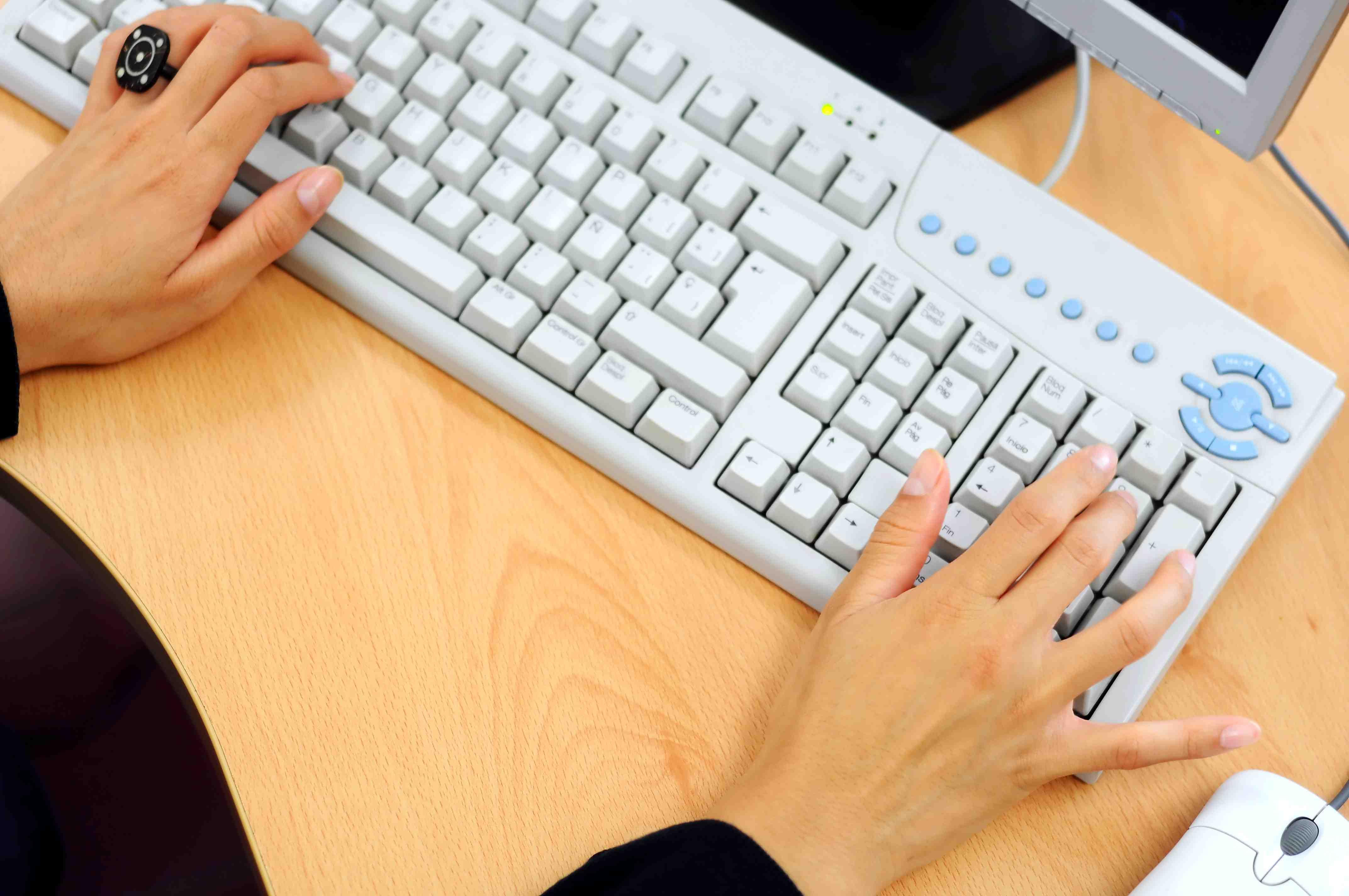 mulher e computador