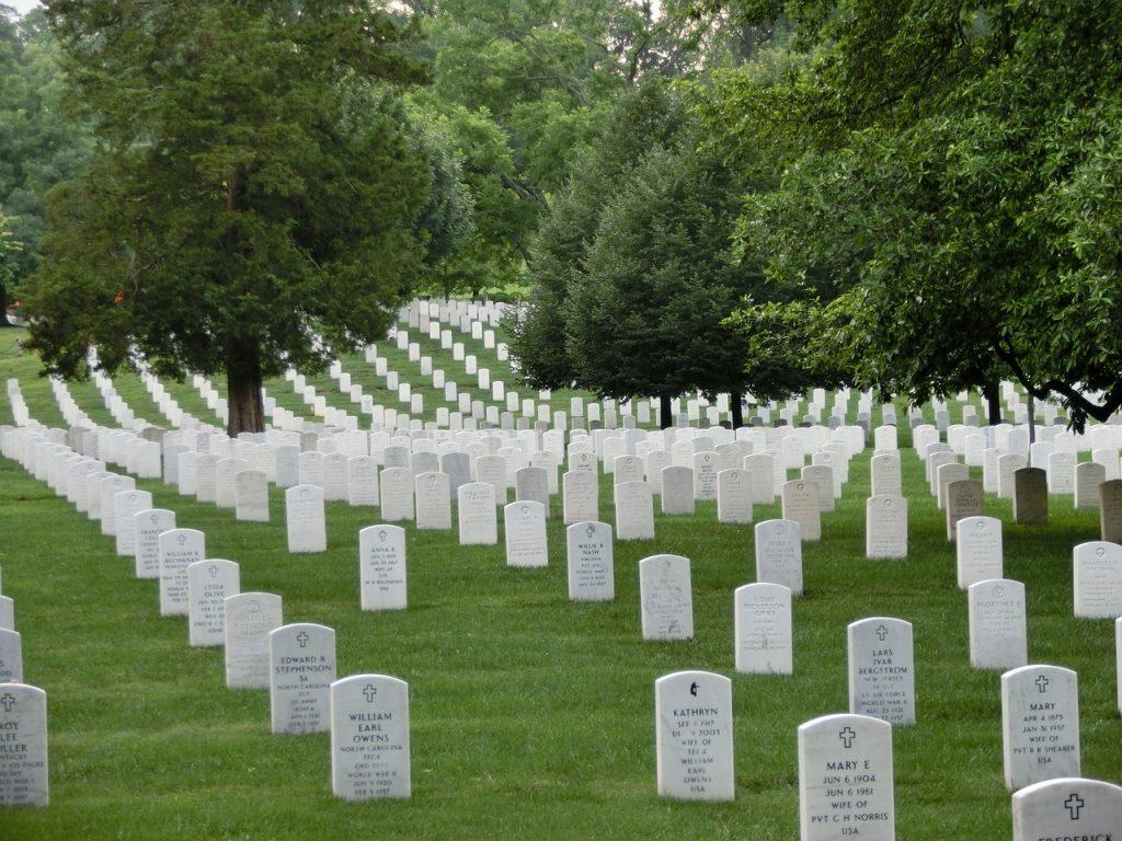 cemiterio-militar-tumulos-lapides