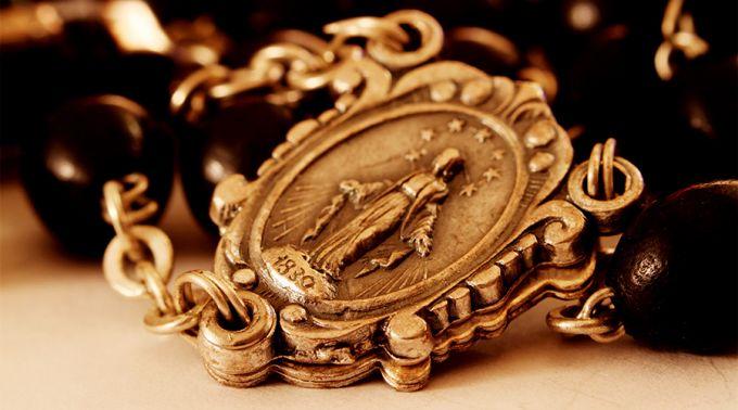 MedallaMilagrosa_FlickrDomePoonCC_BY_NC_ND_20_2102178